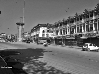 A deserted Lal Chowk during the shutdown called against Sopore killings (Location: Lal Chowk, Srinagar)